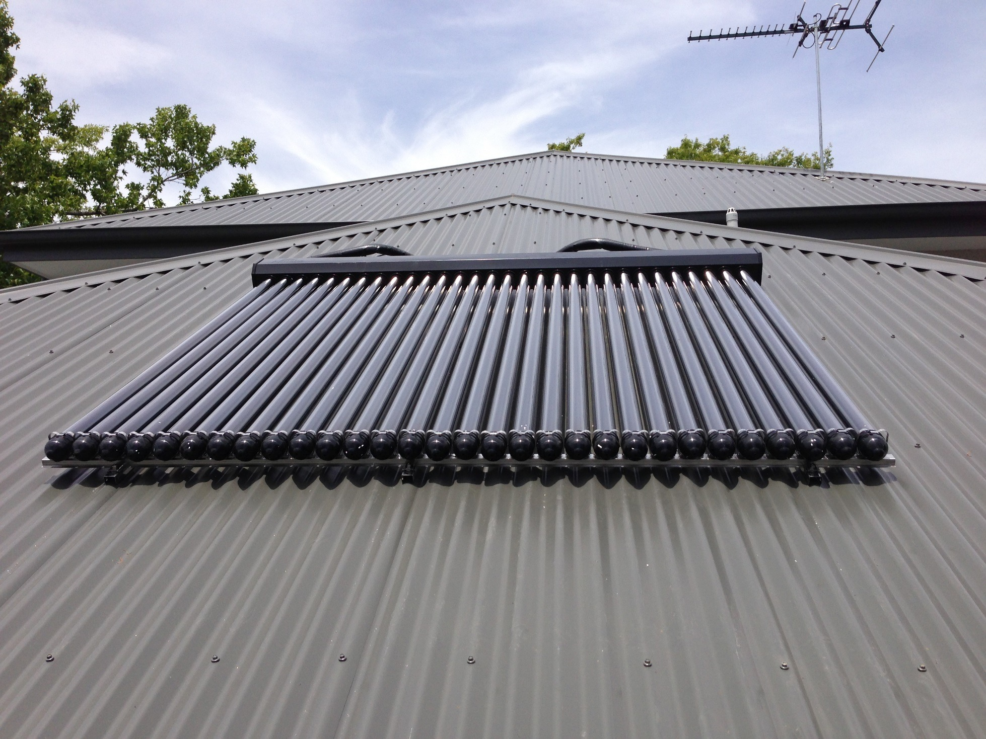 30 Tubes Flush Moun On Colorbond Roof
